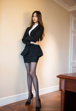 黑丝制服美女长腿诱惑写真