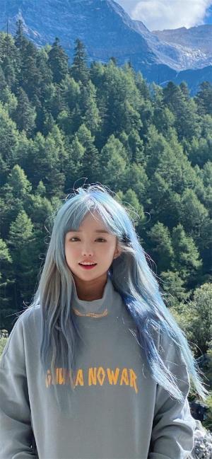 蓝发少女户外旅拍摄影写真