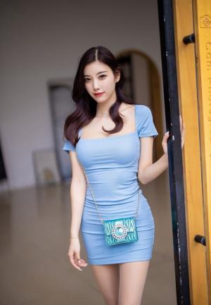 杨晨晨蓝色性感紧身裙肉丝美腿街拍写真