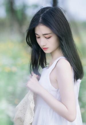 日系氧气美女白裙纯美小清新写真