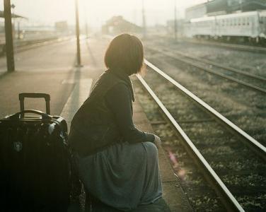 一个人出去走走孤单图片