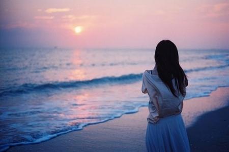 一个人孤单背影图