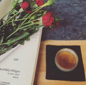 品一杯茶,读一本书