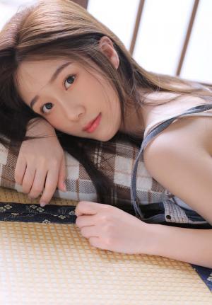 夏日清纯美女吊带迷人写真