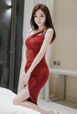 韩国美女嫩模开叉红裙性感写真