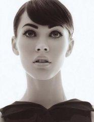 清秀高雅美女黑白图片
