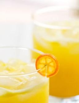 美味可口的夏日饮料
