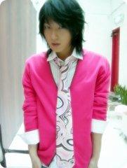 李俊基的可爱粉色打扮