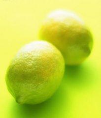嫩嫩的黄色柠檬
