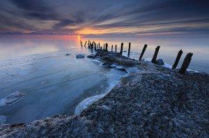 冬日夕阳下的海滩