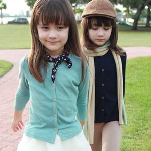 混血双胞胎娜奥美丽莎大图片