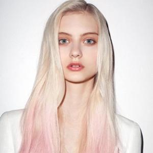 粉色个性新潮可爱发型设计