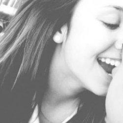 恋人拥抱黑白爱情图片