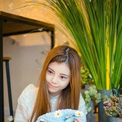 小吃货可爱甜美女生图片