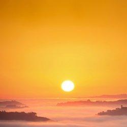 黎明早晨太阳升起日出风景图片