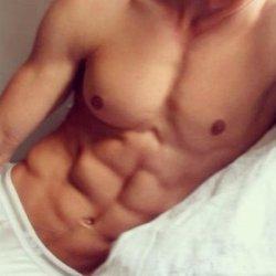 健身房性感肌肉帅哥生活照
