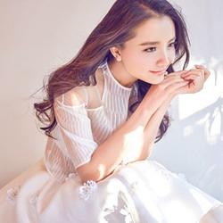孙茜白裙甜美可爱图片