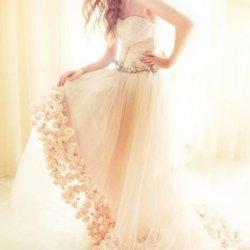 个性时尚新娘婚纱设计图片