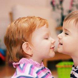 两小无猜可爱小孩情侣图片