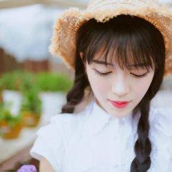 清纯甜美带草帽的花房姑娘