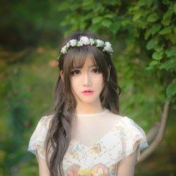 森林系花仙子文艺拍照美女