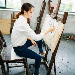 喜欢绘画艺术的文艺女生