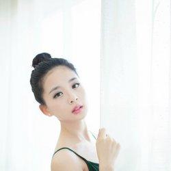 舞蹈室里的白嫩可爱芭蕾女生