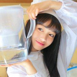 可爱快乐的美女蛋糕师图片