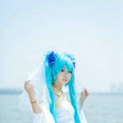 蓝色长发Cosplay女生写真照