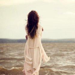 孤单一个人伤感图片