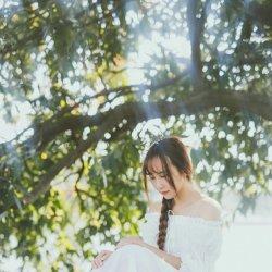 白裙可爱美女气质清新写真