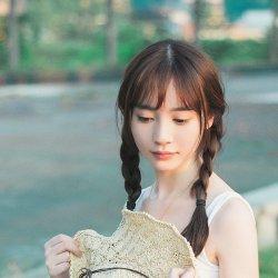 长辫子小清新可爱女生图片