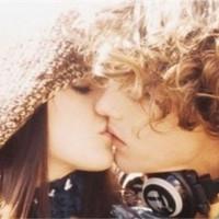我爱你相拥亲吻的情侣头像