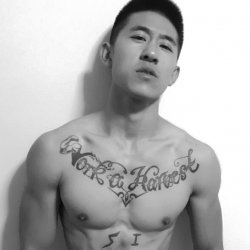霸气腹肌有纹身的健身教练