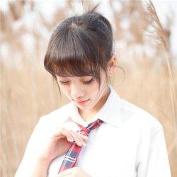 清纯学生妹校园制服外拍写真