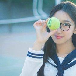单纯校园里的学生制服网球妹子