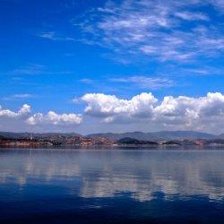 美丽洱海湖水风景图片
