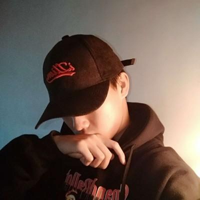男生头像INS:戴帽子个性男生头像