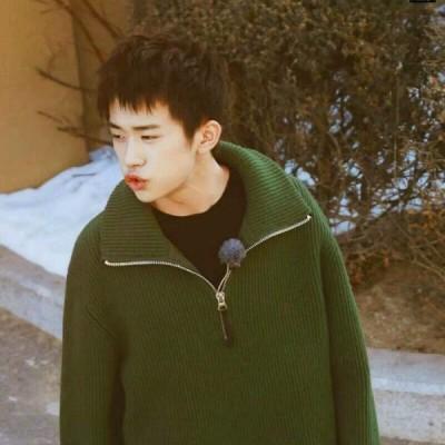 男生头像允言:清新帅气阳光绿色系男头/易烊千