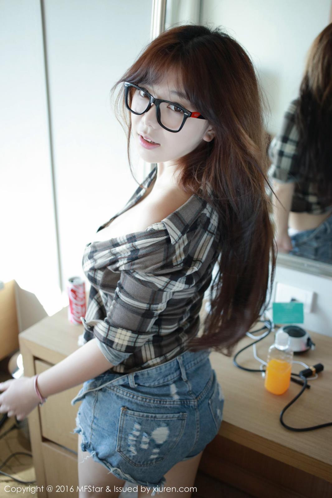 模范学院巨乳美女刘飞儿Faye牛仔短裤苏梅岛旅拍