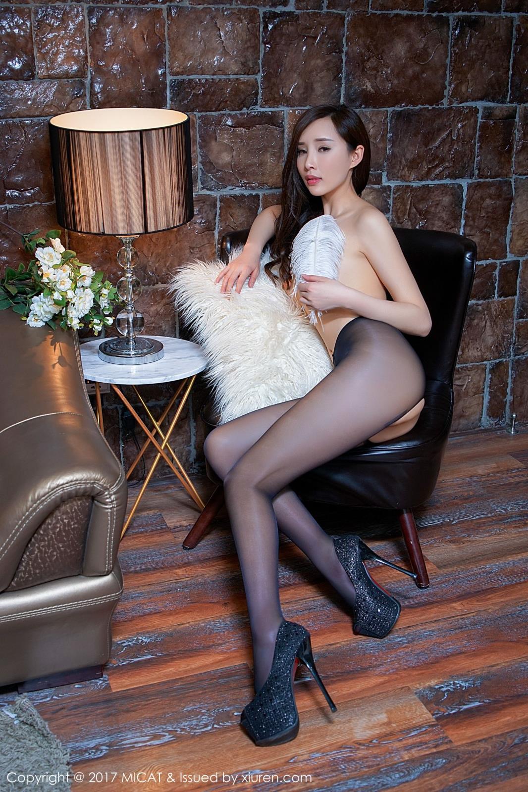 [MICAT猫萌榜] 宅男女神周妍希土肥圆矮挫穷丝袜美腿内衣诱惑写真