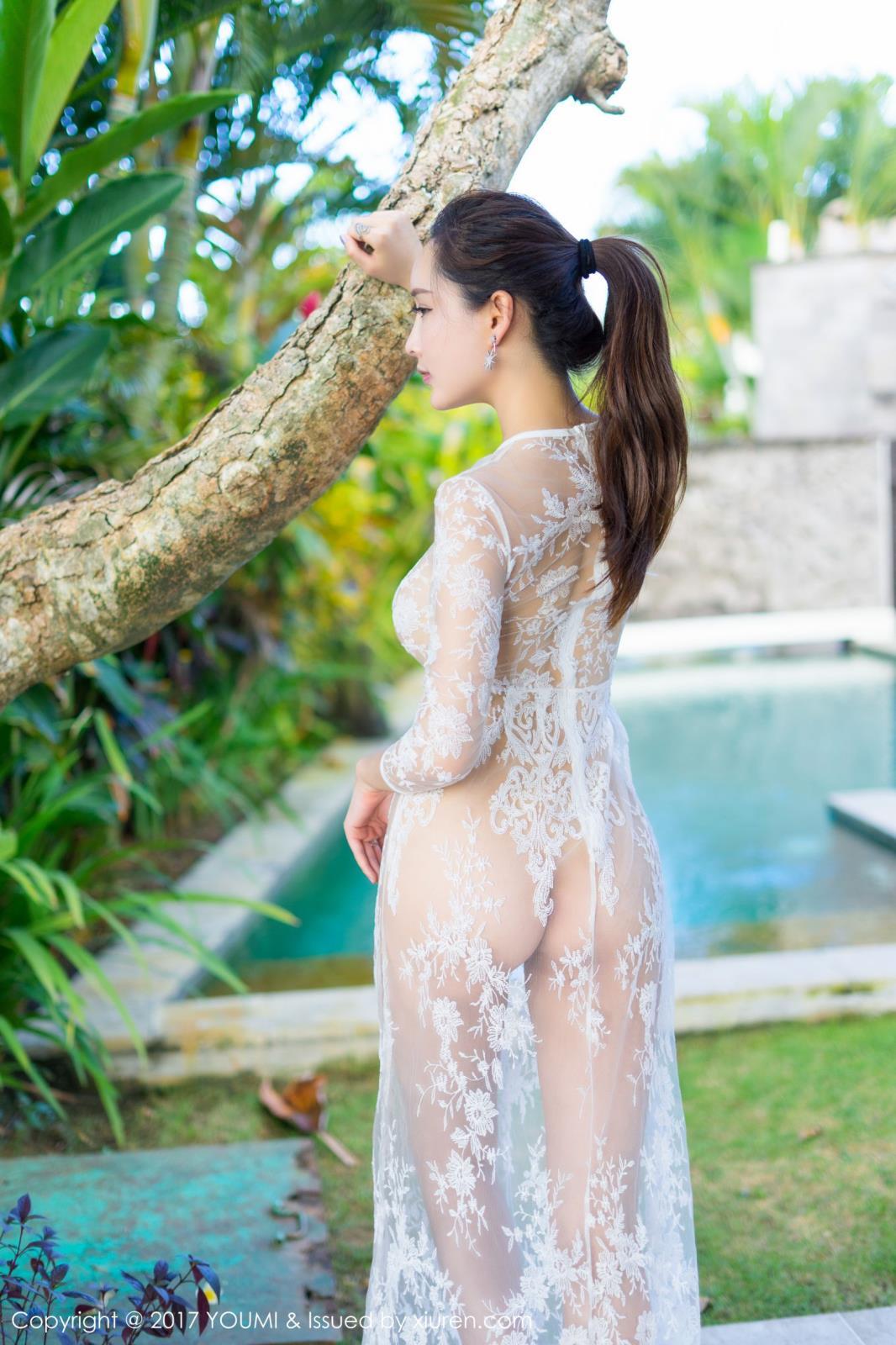 [YOUMI尤蜜荟] 宅男女神土肥圆矮挫穷巴厘岛泳池人体艺术气质写真