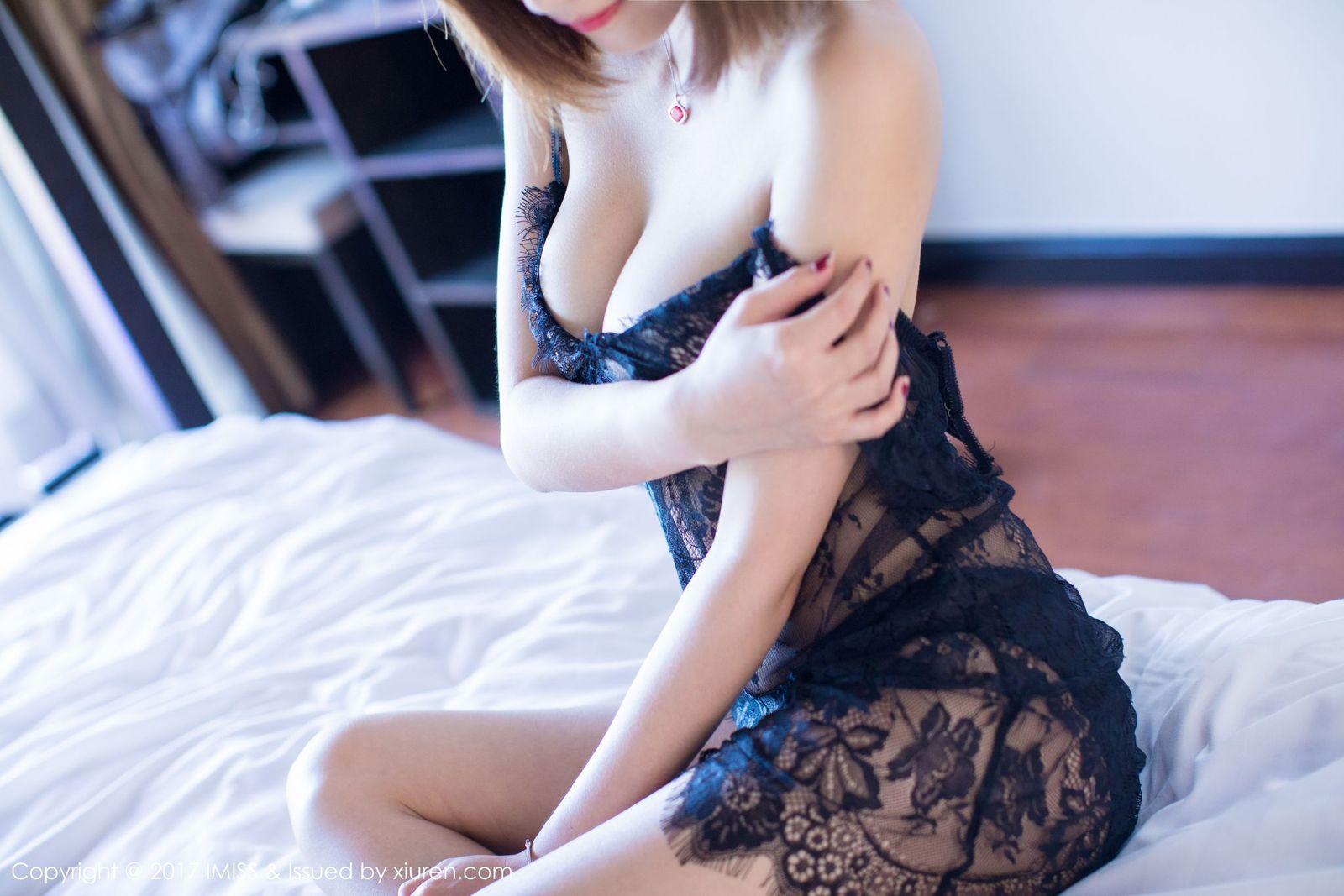 [IMiss爱蜜社] 性感女神杨晨晨sugar蕾丝内衣开背毛衣爆乳大尺度写真