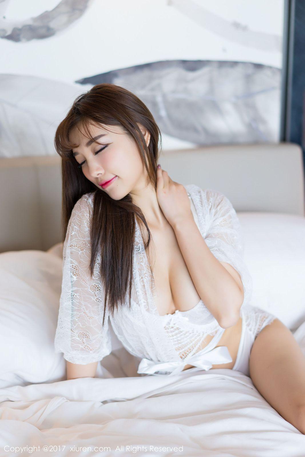 [XIUREN秀人网] 性感女神杨晨晨sugar蕾丝内衣爆乳诱惑床照