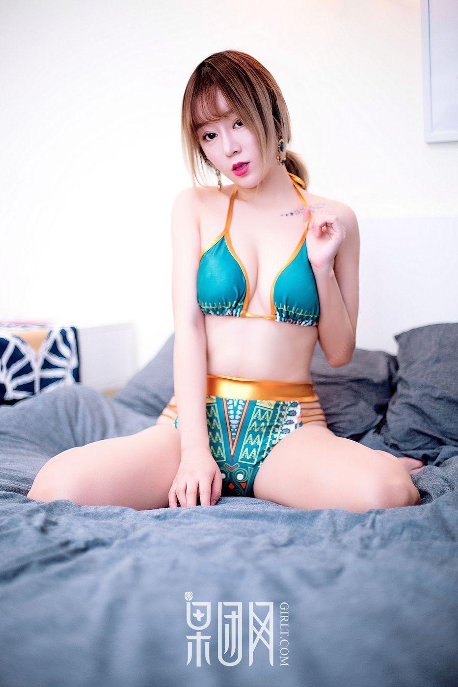 [Girlt果团网] 性感嫩模王语纯黑丝美腿内衣诱惑显美胸果团首秀