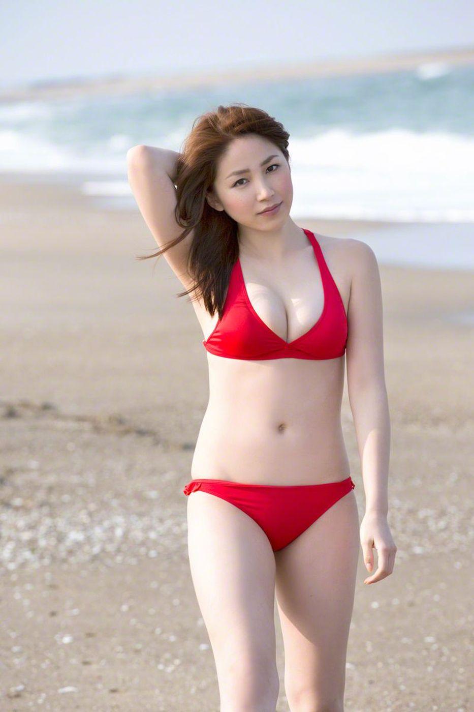 [Wanibooks套图] 日本人气女歌手吉川友爆乳翘臀内衣诱惑写真集