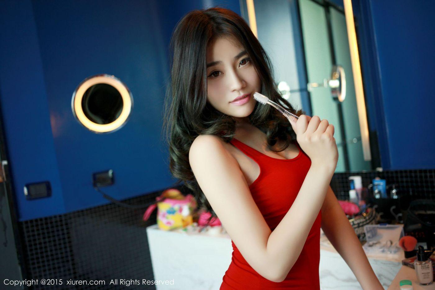 [XIUREN秀人网] 性感女神许诺Sabrina浴缸湿身诱惑泰国曼谷私房写真