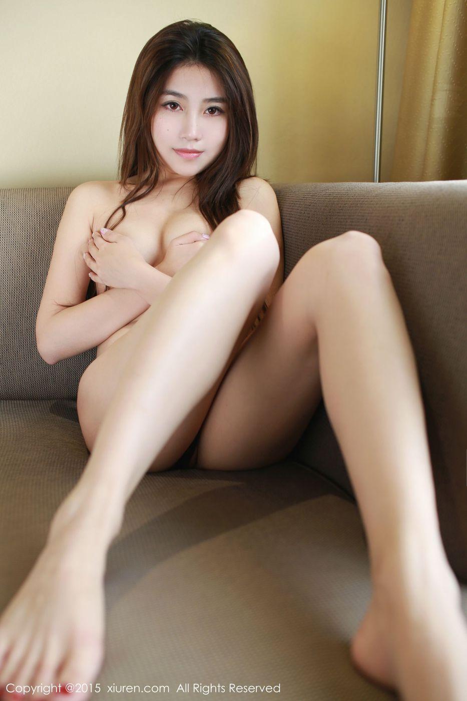 [秀人网XiuRen] 美女模特许诺Sabrina黑丝美腿韩国首尔旅拍第一套 NO.425