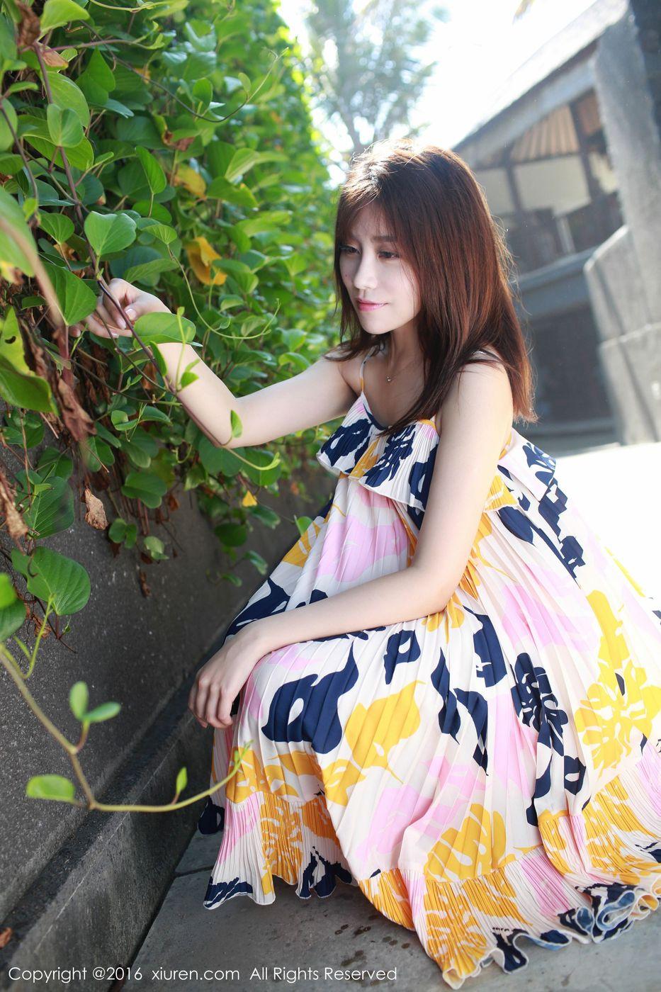 [XiuRen秀人网] 清纯美女许诺Sabrina长裙美腿巴厘岛户外旅拍 No.542