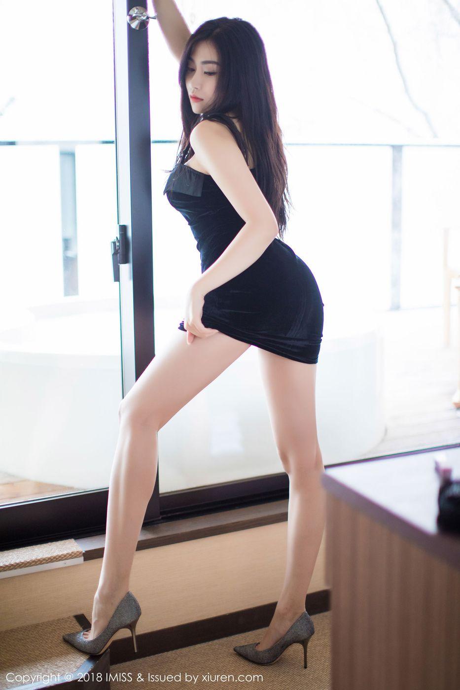 [IMiss爱蜜社] 性感女神许诺Sabrina皮衣吊裙北海道旅拍第一套 Vol.213